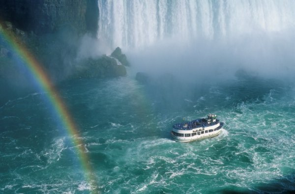 maid_of_the_mist_niagara_falls.jpg